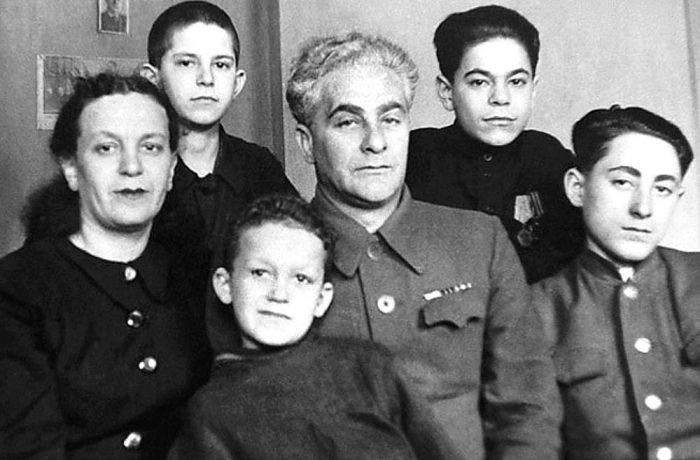 Биография и личная жизнь Иосифа Кобзона: жена и дети