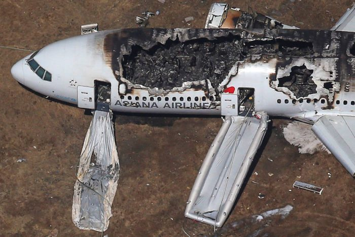 разбившейся самолет