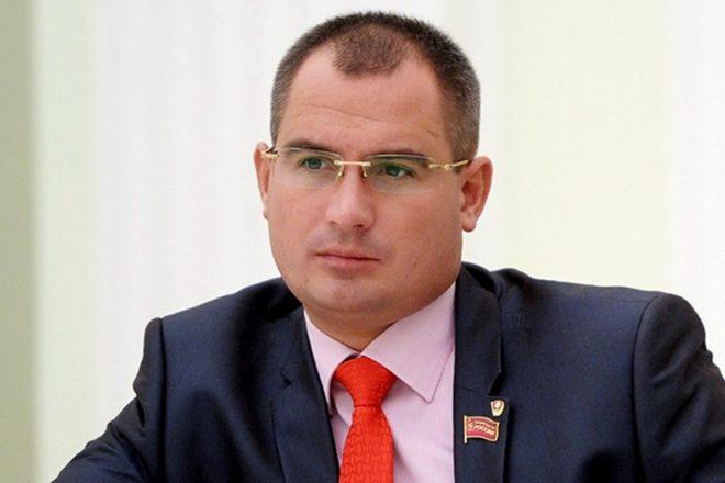 сурайкин максим политик