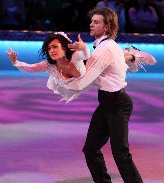 Анастасия Заворотнюк и Петр Чернышев на льду