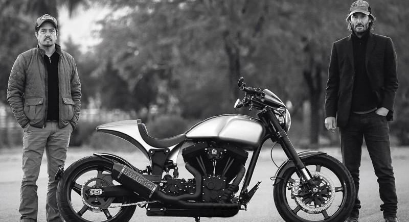 Киану Ривз со своим мотоциклом KRGT-1