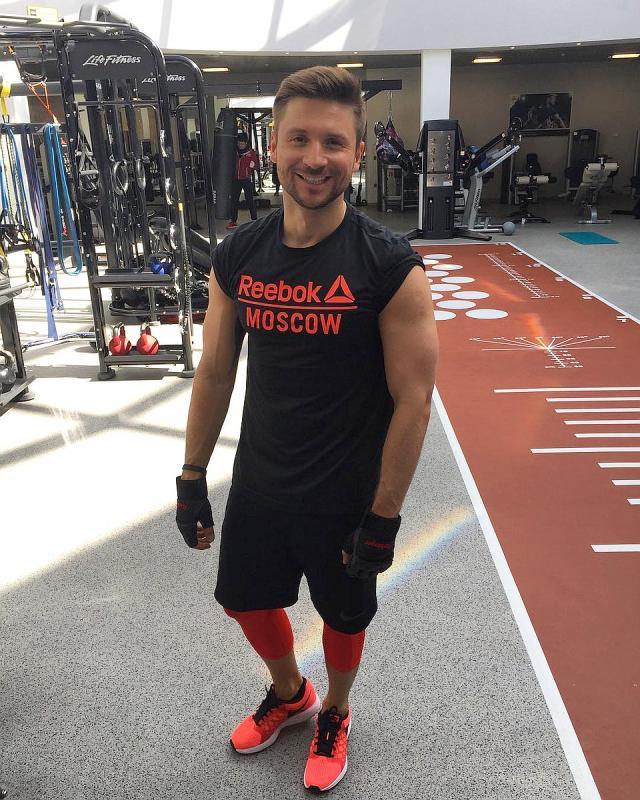 Сергей Лазарев в спортзале