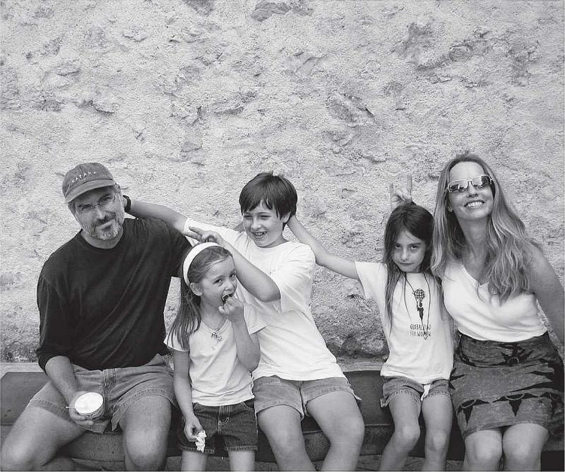 Стив Джобс с женой Лорен Пауэлл и детьми