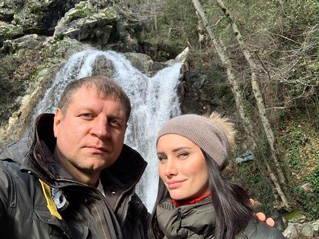 Жена Александра Емельяненко — Полина Селедцова