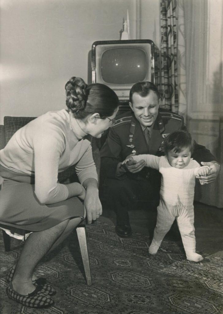 Жена Юрия Гагарина в молодости и сейчас – биография, дети