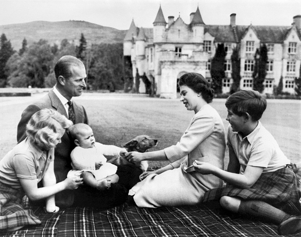 Муж королевы Елизаветы II – фото в молодости и сейчас