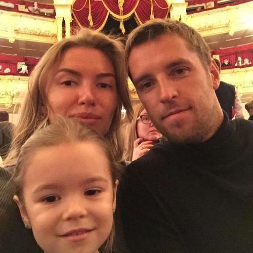 Жена Дмитрия Комбарова – фото, личная жизнь, новости