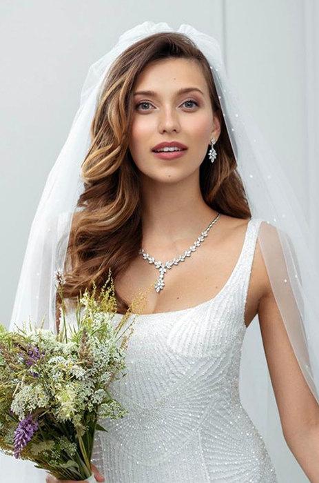 12 свадебных причесок звезд