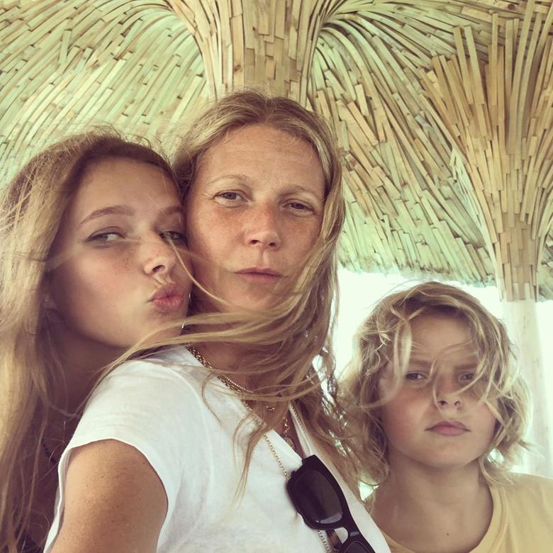 7 детей знаменитостей, копирующих внешность родителей